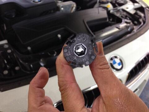 BMW320i 3B20 エンジンオイル交換 | ホリデー車検岡崎のブログ